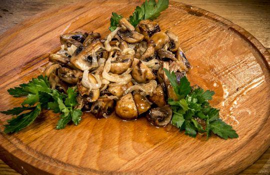 Грибы жареные с луком (150г.)