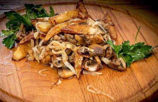 Картофель жареный, с грибами 240г.